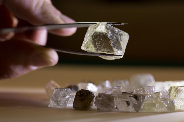 необработанные алмазы, бриллианты Латинской Америки, vigiljournal.com